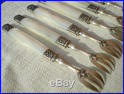 12 fourchettes à huitres manches nacre et argent minerve orfèvre Pages Frères