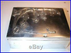 Belle boite en argent massif monté sur acajou, à décor Art Nouveau, Minerve