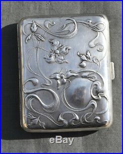 Boite Etui A Cigarette En Argent Massif A Decor D Iris Art Nouveau