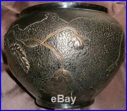 Cache-pot Art Nouveau Coquelicots & insectes Dinanderie 1900 Patine argenté doré