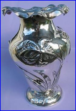 Exceptionnel vase art nouveau aux iris en argent massif Minerve 535 g