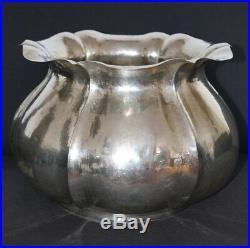 Important vase en argent martelé 1690 gr 35cm diamètre