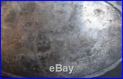 Jardinière en métal argenté a décor de rocaille par Victor Saglier