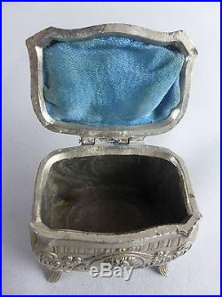 jolie boite en metal argente art nouveau marque janco ecrin bijoux colombes nume art nouveau. Black Bedroom Furniture Sets. Home Design Ideas