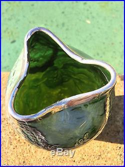 Loetz Superbe Vase irisè Art nouveau Monture en argent vers 1900. Austria Glass