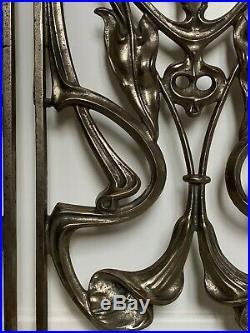 Magnifique paire de grilles de porte Art Nouveau. Très bon état