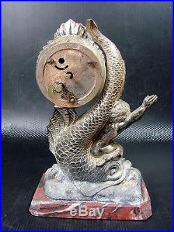 Pendulette Art Nouveau régule argenté sur marbre Amour chevauchant un Trinitron