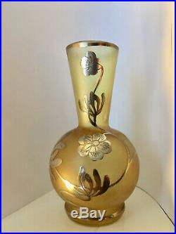 Petit vase Art nouveau, verre iridescent, fleurs en argent, style D'Argyl Loetz