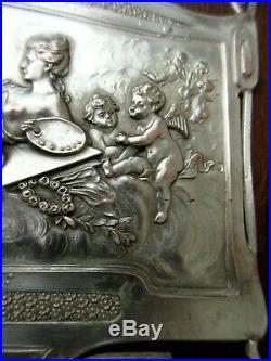 Petite armoire murale Art Nouveau, bois + métal argenté, Femme et 11 angelots