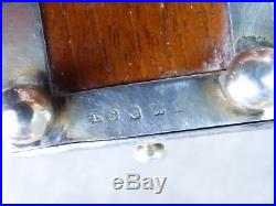 TRES ORIGINAL ESSUI-PLUME en argent anglais. Début XXème. Décor de COCHON
